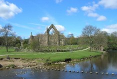 weddings by the waterside @ bolton abbey