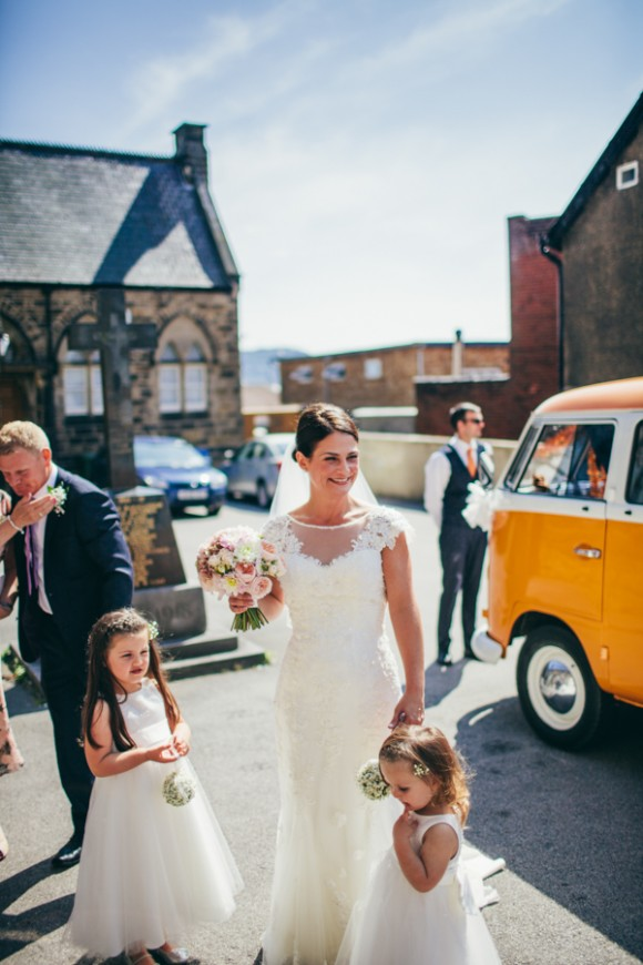 a simple but stylish seaside wedding (c) Photography 34 (25)