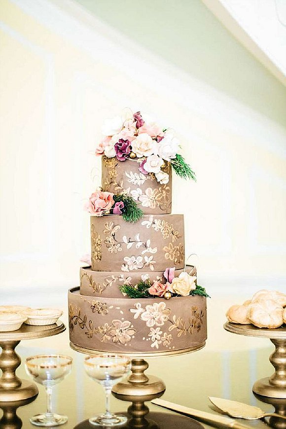 source thelovelyfind.com, cake by Skys The Limit Custom Cakes & More, Photography by Jordan Maunder Photography