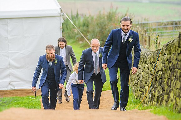 a chilled out party wedding in the Peak District (c) PH Weddings (15)