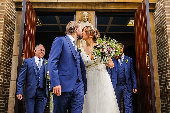 a chilled out party wedding in the Peak District (c) PH Weddings (37)