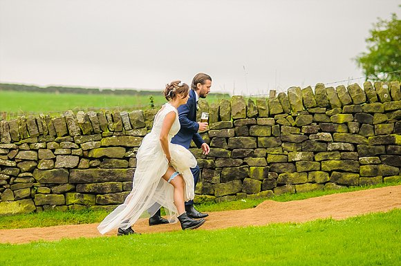 a chilled out party wedding in the Peak District (c) PH Weddings (4)