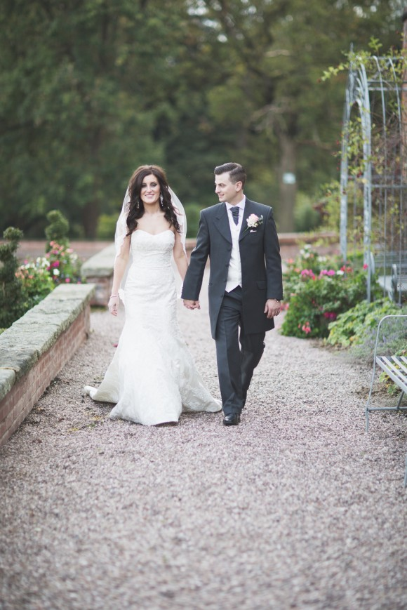 a stunning wedding at Capesthorne Hall (c) Melissa Beattie (44)