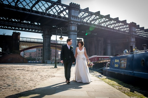 a stylish wedding at Manchester Town Hall (c) James Tracey Photography (45)