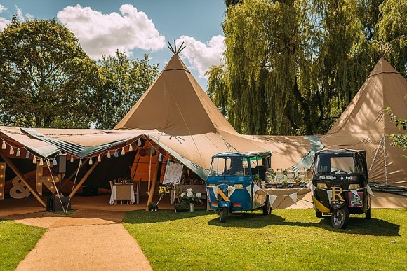 A Pretty Tipi Wedding (c) Davenport Photography (4)