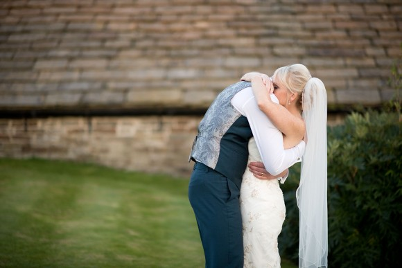 pale & pretty. enzoani for a relaxed wedding at smallshaw farm cottages – elizabeth & rory