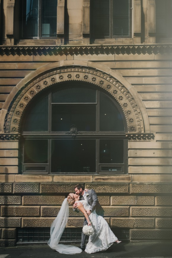 A Chic City Wedding at King Street Townhouse (c) Kate McCarty Photography (25)