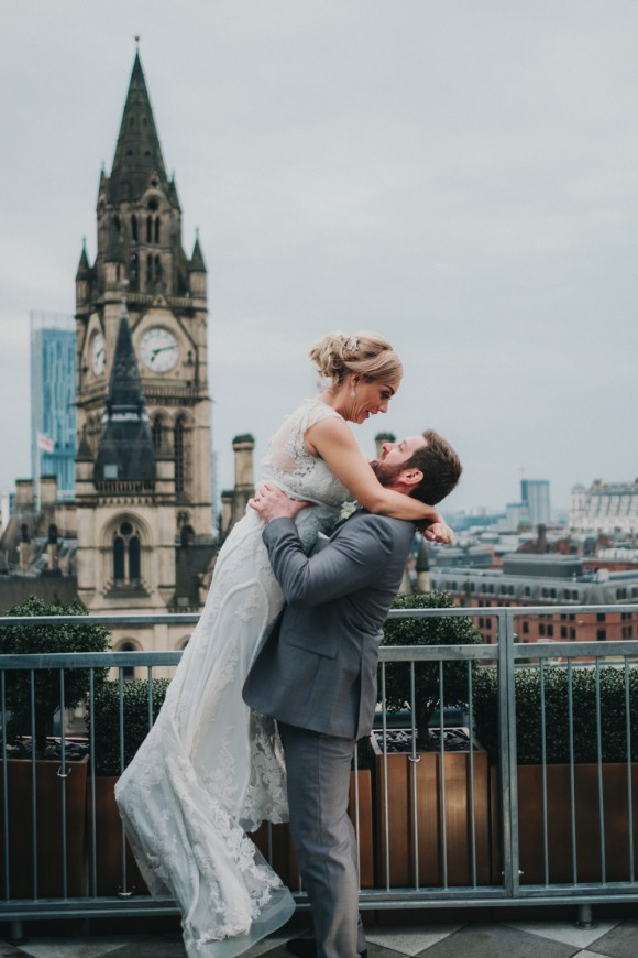 A Chic City Wedding at King Street Townhouse (c) Kate McCarty Photography (47)