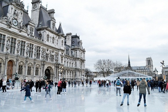 ice rink outside the Hotel de Ville