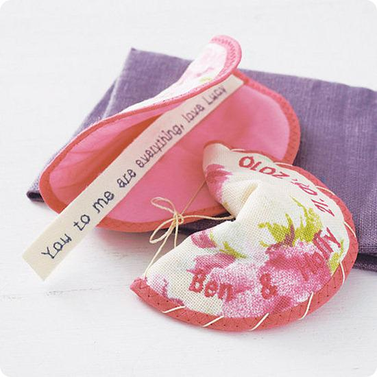 Brides Up North Wedding Blog: Fabric Fortune Cookie Favours