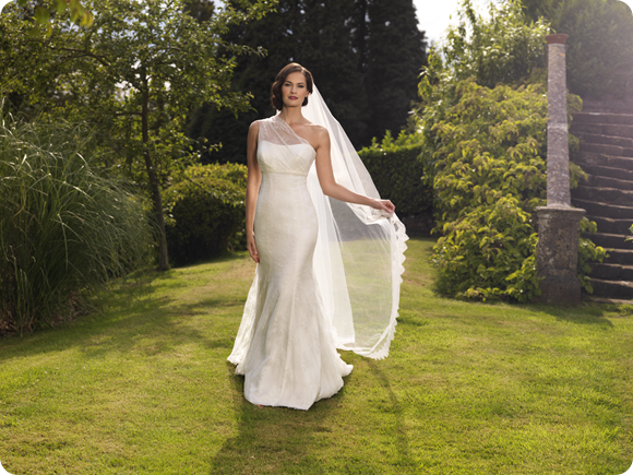 Brides Up North UK Wedding Blog: Suzanne Neville